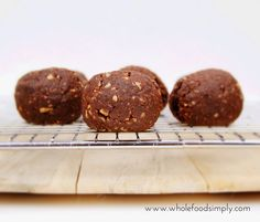 Two Minute Chocolate Brownie with Thermomix Instructions 2 Minute Baked Brownie Balls Lunch Box Recipes, Raw Food Recipes, Sweet Recipes, Vegetarian Recipes, Paleo Treats, No Bake Treats, Chewy Chocolate Cookies, Low Carb Deserts, Clean Eating Desserts