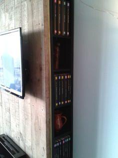 TV met achterwand en opbergruimte van BBMeubelen