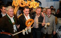 v.l. Balthasar Hauser, Andreas Gabalier, Fritz Strobl und Toni Holnburger - www.stanglwirt-weisswurstparty.com Sausage, Meat, Party, Butcher Shop, Celebrations, Sausages, Receptions, Parties