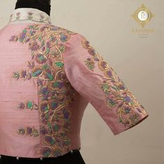 Embroidery Hand Pastels that sooth the eyes. Stunning blush pink color designer blouse with floral design hand embroidery thread work. Hand Work Blouse Design, Simple Blouse Designs, Designer Blouse Patterns, Fancy Blouse Designs, Blouse Neck Designs, Sleeve Designs, Maggam Work Designs, Lesage, Blouse Models