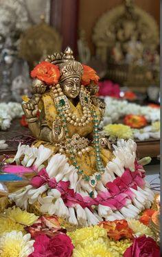 Shiva Linga, Shiva Shakti, Hindu Vedas, Diwali Decorations At Home, Pooja Mandir, Bhakti Song, Ayurvedic Remedies, Puja Room, Silver Jewellery Indian