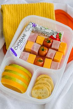 High protein school lunch ideas DIY lunchables at Easy Lunchboxes Cold School Lunches, Creative School Lunches, Kids Lunch For School, Toddler Lunches, School Snacks, Toddler Food, Packed Lunch Ideas For Kids, Preschool Lunch Ideas, Cold Lunch Ideas For Kids