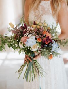 Wildflowers, smoke bombs, and outdoor family-style seating for this bohemian Italian wedding that took place in a castle outside of Turin! Wildflower Bridal Bouquets, Bride Bouquets, Bridal Flowers, Flower Bouquet Wedding, Floral Wedding, Wedding Colors, Green Wedding, Vintage Wedding Flowers, March Wedding Flowers