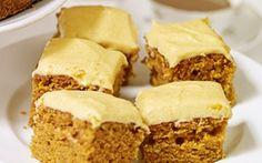 Tämä herkullinen ja suosittu kakku tulee Yhdysvalloista. Porkkanakakkuun kuuluu tietenkin tuore porkkanaraaste ja raikas tuorejuustokuorrute. Kokeile!