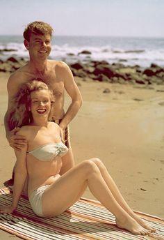 Marilyn modelling a bikini, 1947. Photo by Laszlo Willinger.
