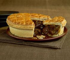 Steak and kidney pie is a national favorite in Britain. This recipe produces a golden pastry with a hearty, meaty filling perfect for colder months. Scottish Recipes, Irish Recipes, Pie Recipes, Cooking Recipes, Russian Recipes, Curry Recipes, English Recipes, Steak Recipes, Recipes Dinner