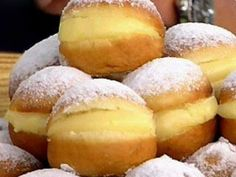 Bakery Dreams recipe ~ Sweet yeast rolls filled with vanilla cream. Portuguese Desserts, Portuguese Recipes, Delicious Desserts, Dessert Recipes, Yummy Food, Tasty, Brazilian Bakery, Bread Recipes, Cooking Recipes