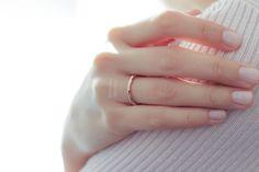İnce ve zarif rose altın dokulu alyans. Farklı ve modern. Thin wedding bands.