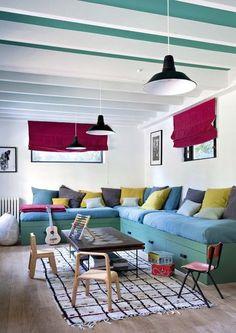 Dream living room with touches of color / confortable et colorée : le salon idéal   More photos http://petitlien.fr/maisoncampagnesarahlavoine