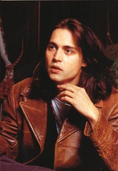 Check out production photos, hot pictures, movie images of Johnny Depp and more from Rotten Tomatoes' celebrity gallery! Gorgeous Eyes, Beautiful Men, Jonny Deep, Johnny Depp Pictures, Native American Actors, Young Johnny Depp, Dream Guy, Leonardo Dicaprio, Hollywood Celebrities
