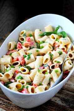Creamy BLT Pasta Salad - this is the perfect dish to bring to any potluck or BBQ. All the classic flavors of a BLT thrown into this delicious pasta salad