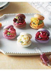 Japanese sweets. mini cakes. 【ELLE】「御菓子司 いさみや」の「プチどら焼き」 しっとりお花見、和スイーツ エル・オンライン