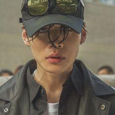 koreanmalemodels: Kim Junsu at Seoul Fashion Week S/S 2017 day 2 (cr: squeeze_zeze) Seoul Fashion, Fashion Week, Boy Fashion, Planet Fashion, Mens Fashion, Fashion Shoes, Fashion Purses, Fashion Scarves, Korea Fashion