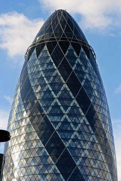 Ik vind bij dit gebouwen de vorm heel mooi en de kleuren!