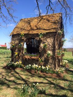 Daffodil house at P. Allen Smith's farm near Little Rock, AR... Burlap covering a steel frame takes on a different look each season.