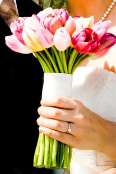 Tulip Wedding Bouquet | Tulip wedding bouquet ideas | Tulip wedding centerpieces