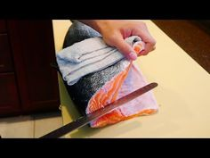 How to Fillet Salmon for Sushi with Special Knife Sushi Take Out, How To Make Sushi, Sushi Chef, Sushi Sushi, Tuna Loin, Frozen Salmon, Salmon Sushi, Japanese Chef, Fillet Knife