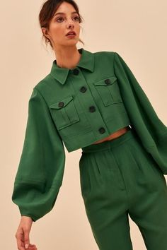 -Functional front button closure -Lined -Soft mid weight woven fabric -Boxy fit -Functional front pockets -Collar SEE DETAILS Look Fashion, Womens Fashion, Fashion Trends, Green Fashion, 70s Fashion, Fashion Quiz, Fashion Today, Fashion Sets, French Fashion
