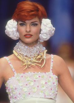Linda Evangelista, Chanel S/S 1992    http://pinterest.com/charsky/thought-provoking-jewellery/