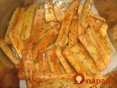 Niečo dobré na domáce chrumkanie? Čo tak vynikajúce cesnakové tyčinky, ktoré sú také vynikajúce, že keď ich raz ochutnáte, nebudete vedieť prestať! :-) Asparagus, Carrots, Pizza, Snacks, Vegetables, Basket, Studs, Appetizers, Carrot