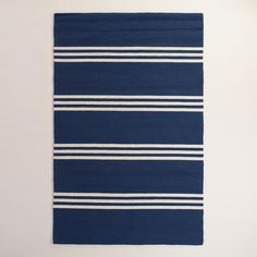 Hand hooked of antimicrobial yarn with a simple, sophisticated design in nautical blue, our versatile area rug is resistant to stain and mildew, UV protected and easy to clean, making it a natural choice for high-traffic areas.
