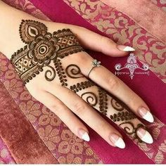 Beautiful Mehndi Design - Browse thousand of beautiful mehndi desings for your hands and feet. Here you will be find best mehndi design for every place and occastion. Quickly save your favorite Mehendi design images and pictures on the HappyShappy app. Henna Hand Designs, Dulhan Mehndi Designs, Mehandi Designs, Mehendi, Mehndi Designs Finger, Simple Arabic Mehndi Designs, Mehndi Designs For Beginners, Mehndi Designs For Girls, Modern Mehndi Designs