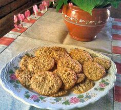 Helpot kaurakeksit Good Food, Yummy Food, Dog Food Recipes, Almond, Muffin, Dining, Breakfast, Sweet, Foods