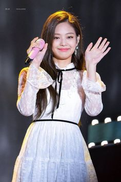 Your source of news on YG's current biggest girl group, BLACKPINK! Please do not edit or remove the logo of any fantakens posted here. Blackpink Jennie, Kpop Girl Groups, Kpop Girls, Rapper, Black Pink, Blackpink Photos, Blackpink Jisoo, Stage Outfits, Forever