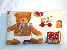 Coussin blanc cassé avec ourson et jouets : Textiles et tapis par cebad-bretagne