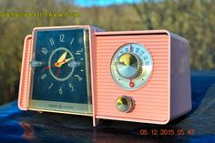 POWDER PINK Mid Century Jetsons 1959 General Electric Model C-406A Tube AM Clock Radio Works Great Some Issues