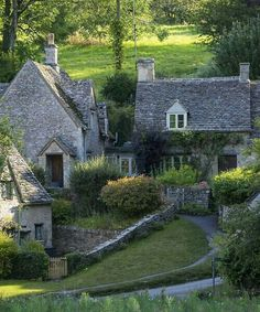 I want to stay in a cottage one day. Arlington Row - homes built for the local weavers, Bibury, Glocestershire, England. Stone Cottages, Cabins And Cottages, Stone Houses, Cotswold Cottages, Cottages England, English Country Cottages, English Countryside, English Cottage Exterior, English Village