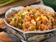 No need to pick up Chinese take-out when it's easy as can be to make some of our favorites, like vegetable fried rice. Our Chopstick Veggie Fried Rice can go from your skillet to your table in minutes. Mr Food Recipes, Side Dish Recipes, Rice Recipes, Cooking Recipes, Recipies, Risotto Recipes, Noodle Recipes, Easy Cooking, Recipes Dinner