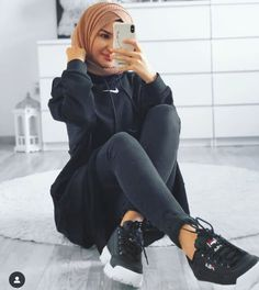 Casual and sporty hijab style – Just Trendy Girls: – Hijab Fashion 2020 Sporty Outfits, Mode Outfits, Trendy Outfits, Fashion Outfits, Sporty Style, Fashion Ideas, Modern Hijab Fashion, Muslim Fashion, Modest Fashion
