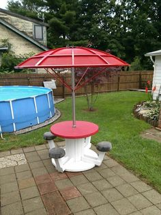 Satellite dish repurposed! Great idea for these ugly eye sores! With small spool for seating!