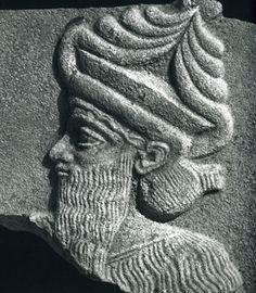 Imágenes del dios sumerio Enlil, dios de la tierra y de los cielos.