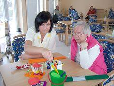 Unterstützung der Fachkräfte im Team im Altenheim