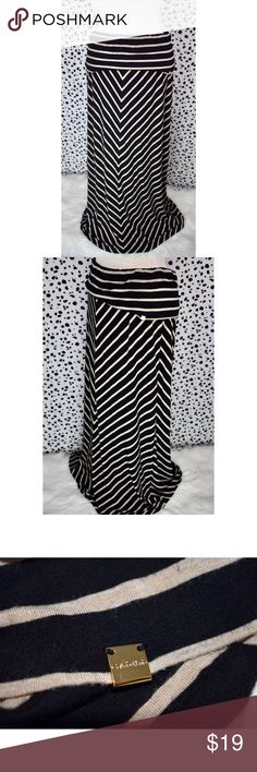Calvin Klein Cotton Chevron Striped Maxi Skirt Talk about easy breezy and beautiful! This skirt can be dressed up or down and can be worn practically anywhere! This piece can also carry you from season to season! There are some signs of wear, but no notable flaws.   If you have any questions please feel free to ask! xoxo Lost Treasures Resale   ✨We offer amazing discounts on bundles!✨  *Measurements are available upon request* Calvin Klein Skirts Maxi