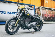 Minimalistischer Look. Maximale Wirkung. So spricht man von der Originalen Low Rider-S. In der Harley-Davidson History wurde mit der Lowrider S erstmalig eine reguläre Dyna mit dem Screaming Egale Twin Cam 110 Motor ausgestattet. Wir haben ihr als i Tüpfelchen zusätzlich einen Racing-Look verpasst, denn minimalistische Look ist ja schön und gut aber ein bisschen brachialer darf es schon sein.