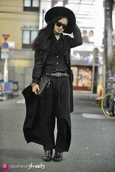 10MO8 (Tomoya)  shinjuku, tokyo  AUTUMN 2012, guys  Kjeld Duits    SHOP ASSISTANT, 25    Coat – N/S  Shirt – Comme des Garçons  Pants – N/S  Boots – Dior HOMME  @10MOOOO8 @ twitter