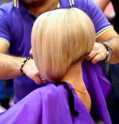 "Carré court plongeant (""short aline bob with short nape"") Short Aline Bob, Short Bob Cuts, Short Hair Cuts, Graduated Bob Haircuts, Edgy Haircuts, Pretty Hairstyles, Bob Hairstyles, Angled Bobs, Inverted Bob"