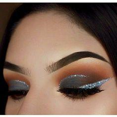 3 Different Ways to Apply your Glitter Eyeliner – crazyforus – Make Up for Beginners & Make Up Tutorial Gorgeous Makeup, Love Makeup, Makeup Inspo, Makeup Art, Beauty Makeup, Hair Makeup, Flawless Makeup, Grey Makeup, Makeup Style