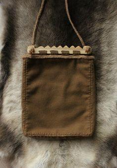 Bag based upon Haithabu (Hedeby) finds.