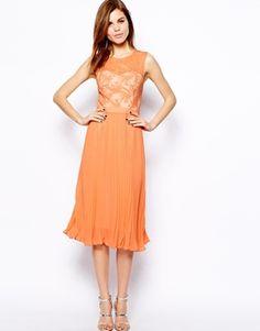 Imagen 1 de Vestido con falda plisada y corpiño de malla de encaje de Warehouse