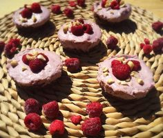 Mini Raw Raspberry Cheeecakes Raw Vegan Cheesecake, Vegan Baking, Cheesecakes, Raspberry, Healthy Living, Vegan Recipes, Mini, Desserts, Food