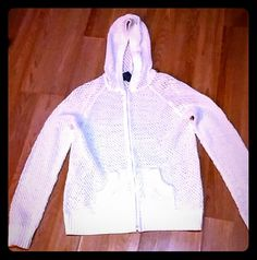 ??DENIM&CO??MESH HOODIE??S-M ??THIS BEAUTIFUL OFF WHITE ZIP UP HOODIE IS PERFECT FOR FASHION,COVER UP,THE BEACH OR EVEN A COOL NITE??NO FLAWS??FITS LIKE A MED?? DENIM &CO. Sweaters