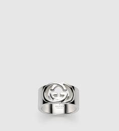 anillo con G entrelazadas.