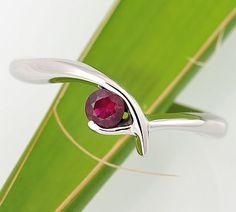 Zásnubní prsten s rubínem
