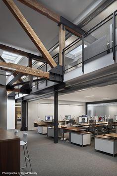 과거와 현재가 공존한다. 과거의 흔적들은 공간을 구획하고, 유지하는 주요한 구조체로, 현재의 공간 속에 새로운 디자인 요소들과 조화를 이룬다. 샌프란시스코 에 위치한 웨어하우스를 리노베이션한 이번 오피스 프로젝트는 그런한 점에서 시사하는 바가 크다. 필요한 부분만을 덜어낸 건축의 합리성은 주요 구조부재인 기존 우드팀버 위에 메자닛층을 신설하기 위한 보강된 스틸보강재와 같이 최소한의 건축으로 효율적인 비..