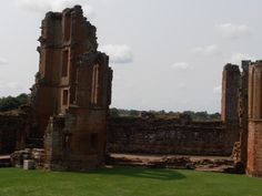 Section of Kenilworth Castle built by John of Gaunt, the section on the left as the private family apartments. Katherine would have known it well. Duke Of Lancaster, John Of Gaunt, Kenilworth Castle, Tudor Dynasty, Tudor Rose, England And Scotland, British Monarchy, British History, Ancestry