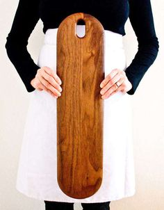 Beautiful Wooden Kitchen Accessories: OnOurTable 2013 Collection Photo Source by alrovi Accessories Diy Cutting Board, Wood Cutting Boards, Chopping Boards, Custom Woodworking, Woodworking Projects Plans, Wooden Cheese Board, Wooden Boards, Wooden Kitchen, Walnut Kitchen